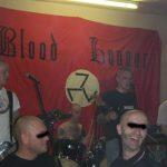 Auftritt von 'The Scum' vor 'Blood and Honour'-Transparent. Foto: oireszene.blogsport.de