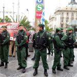 Die Neonazis werden durch die Polizei von der restlichen Kundgebung abgetrennt. Foto: a.i.d.a.