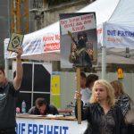 Mit Koran und gegen Koran: DF-Agitation auf dem Marienplatz. Foto: a.i.d.a.