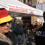 Antimuslimisches Unterschriftensammeln am 'Tag der deutschen Einheit'. Foto: Robert Andreasch