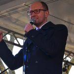 Arseni Jazenjuk auf der Bühne des 'Mini-Maidans'. Foto: a.i.d.a.