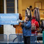 Die Kundgebung der AfD gegen die Aktion der Münchner Kammerspiele. Foto: Reflektierter Bengel