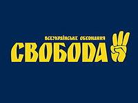 Gegrüßt wird mit drei Fingern - dem Parteisymbol der nazistischen 'Swoboda'.
