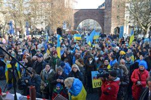 Am Samstag: Kundgebung in den ukrainischen Nationalfarben blau und gelb. Foto: a.i.d.a.