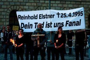 Neonazis gedenken des Holocaustleugners Elstner. Foto: Tim Karlson