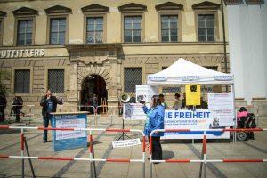 Infostand bei der DF-Kundgebung. Foto: Sascha Arnhoff
