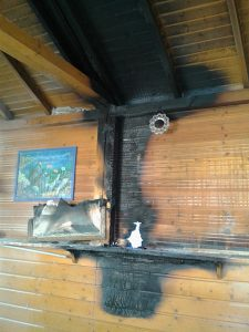 Die Folgen der Brandstiftung im Inneren des Gebäudes. Foto: Robert Andreasch
